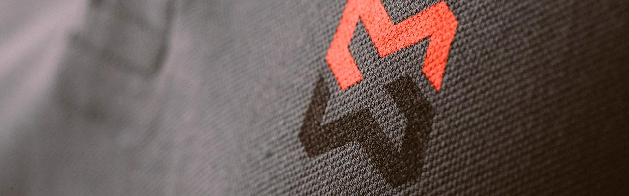 Logo Modyf sérigraphié sur un t-shirt de travail