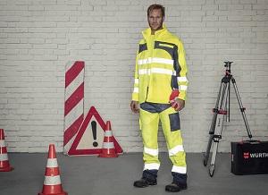 Professionnel du BTP avec des vêtements fluo de signalisation
