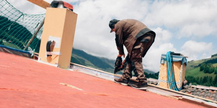 Couverture de toit par un artisan