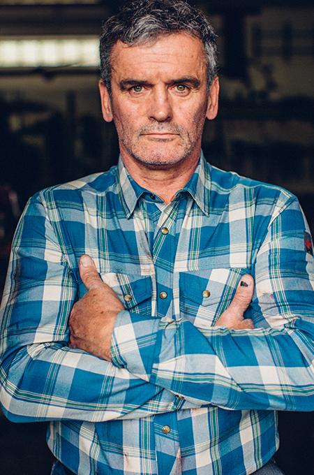 Master & Handwerker Robert Condin mit Nature Hemd in Schieferblau