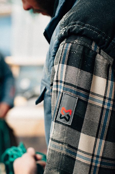 Arbeitshemd Nature Schieferblau mit Logo Stickerei