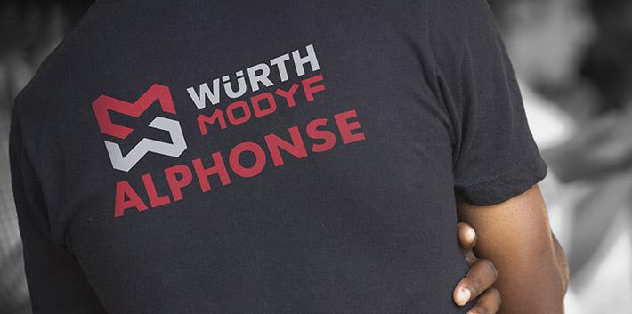 Personnaliser son nom sur un tee shirt de travail