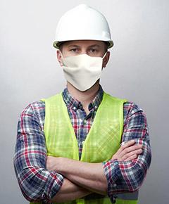 Un casque et un masque de protection